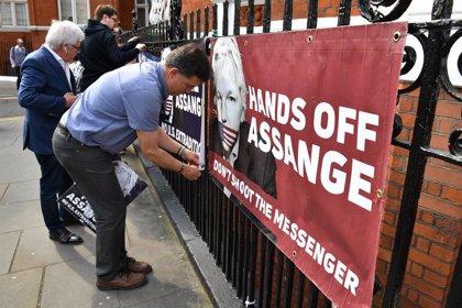 Wikileaks acusa a Ecuador de entregar las pertenencias de Assange a EEUU
