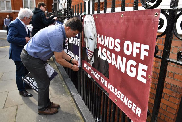 Julian Assange extradition in London