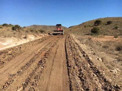 Arrancan las obras de mejora de los dos caminos principales de acceso al Parque Regional de Calblanque