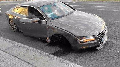 Detenido en Cádiz tras tener un accidente en estado ebrio y seguir el camino sin eje y rueda en el coche