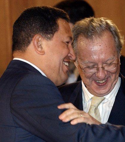Registran las oficinas de Raúl Morodo, exembajador español en Caracas, por blanqueo de fondos de PDVSA