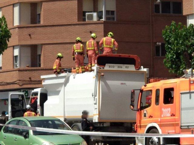 Valencia.- Sucesos.- Rescatan a un operario con el pie derecho atrapado en la prensa de un camión de residuos urbanos