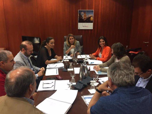 Turismo.- La Junta impulsa la colaboración entre administraciones para reforzar la concesión de 'Banderas Azules'
