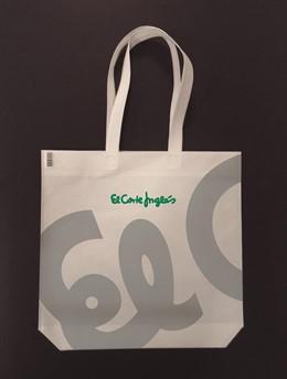 Economía.- El Corte Inglés certifica el 100% de sus bolsas de plástico como sostenibles y reutilizables