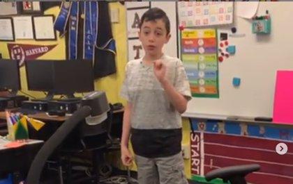 Un niño explica a sus compañeros de clase en una escuela de California (EEUU) qué significa tener autismo