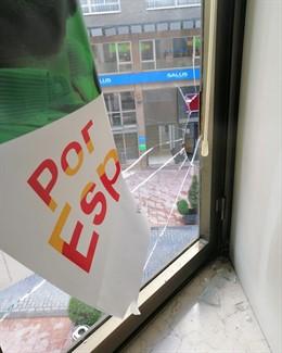 Vox denuncia la rotura de cristales en su sede de Oviedo