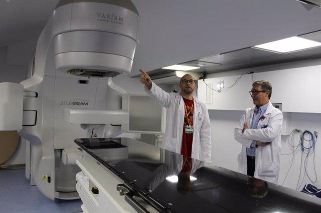 El Hospital Arnau de Vilanova de Lleida estrena un acelerador de radioterapia pagado por Amancio Ortega