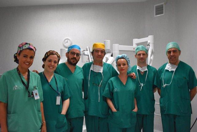 El Centro Médico de Asturias realiza a una mujer por primera vez en España un Minigastric Bypass robótico