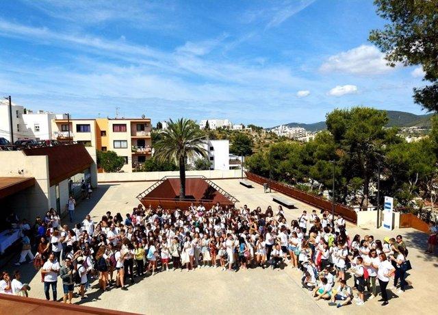 Prop de 200 alumnes de 12 centres d'Eivissa participen en una jornada i són reconeguts com a mediadors en centres