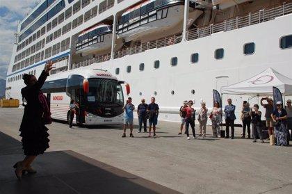 Puertos.- Atraca en Motril un crucero con cerca de 700 pasajeros a bordo