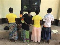 Nenes armades amb escombres per lluitar a Kasai (RDC) (HOLLY CARTNER/HRW - Archivo)