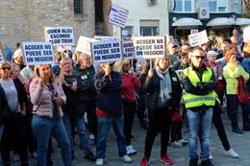 Prop de 300 veïns de Rubí es manifesten contra l'arribada dels 80 MENA a un hotel d'una zona residencial (ACN)