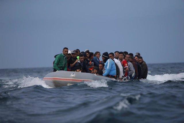 Marruecos.- La Marina marroquí detiene a 117 migrantes en tres embarcaciones en el Mediterráneo