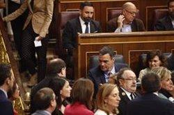 Freda encaixada entre Pedro Sánchez i Oriol Junqueras en la sessió constitutiva de les Corts (EDUARDO / EUROPA PRESS)