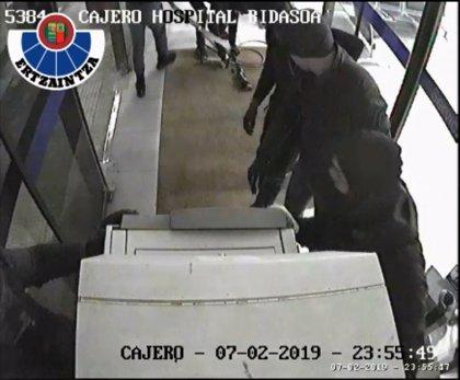 "Desmantelada una ""peligrosa"" organización criminal tras llevarse dos cajeros de dos hospitales de Gipuzkoa"