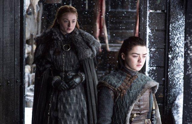 """Sansa y Arya responden a los fans que exigen rehacer Juego de tronos: """"Es una grave falta de respeto"""""""