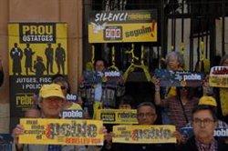 El col·lectiu 'Silenci, rebel·leu-vos' arriba als 200 dies de protesta davant els jutjats de Tarragona (ACN)