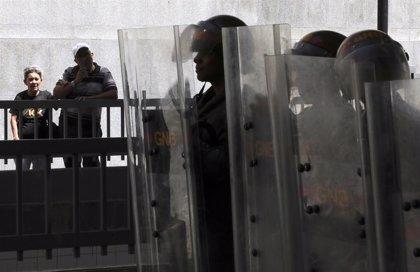 Las fuerzas de seguridad impiden el acceso de la prensa a la Asamblea Nacional