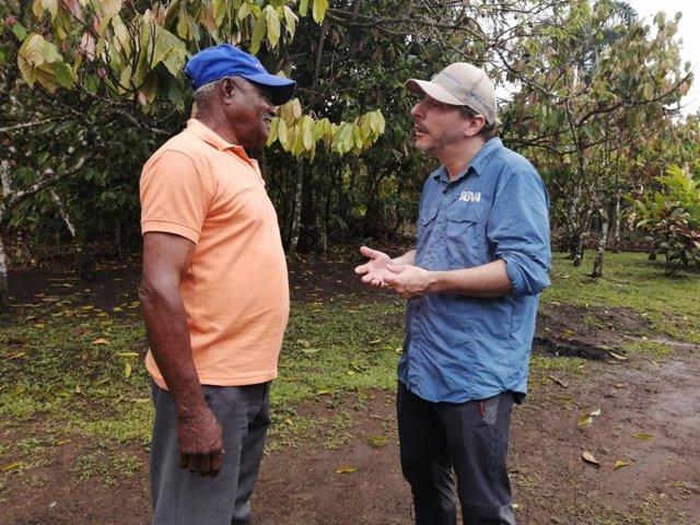 El repostero Jordi Roca viaja a República Dominicana para conocer proyectos de productores de cacao financiados por BBVA