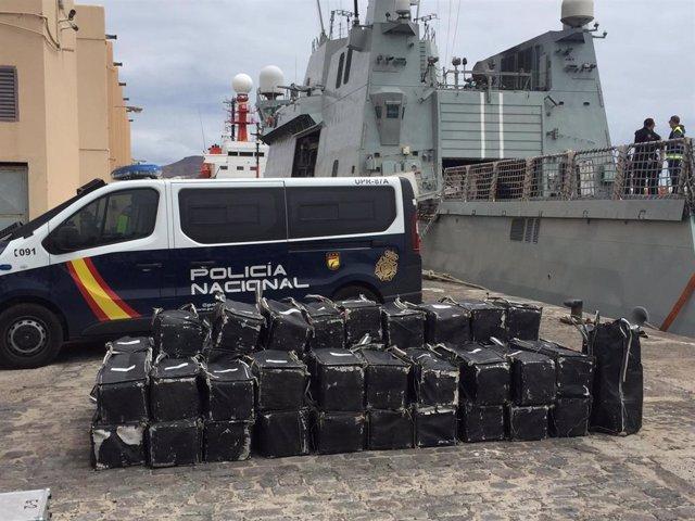 Interceptan un pesquero con 1.500 kilos de cocaína en aguas cercanas a Canarias