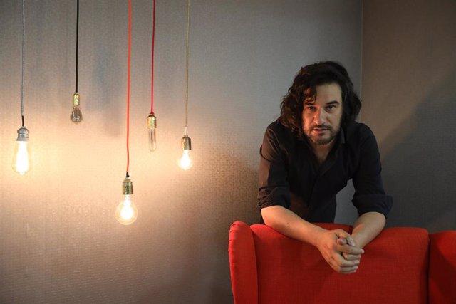 El periodista y escritor Manuel Jabois presenta su novela 'Malaherba'