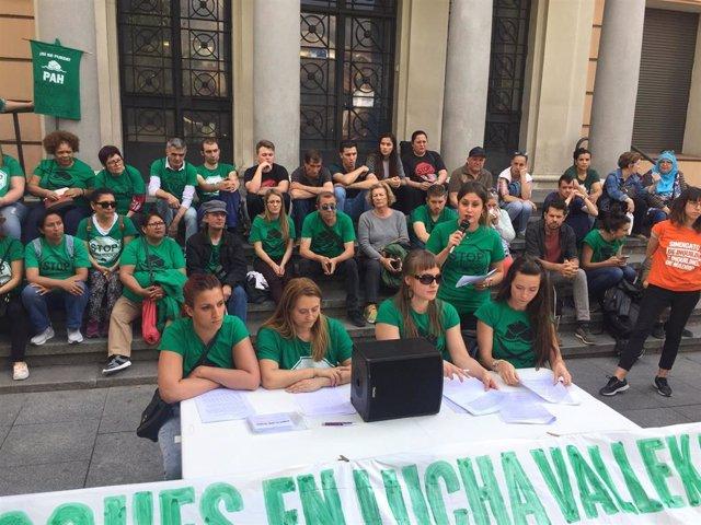 """La PAH alerta sobre el desahucio """"inminente"""" de 105 personas en diez bloques de Vallecas y exige una Ley de Vivienda"""