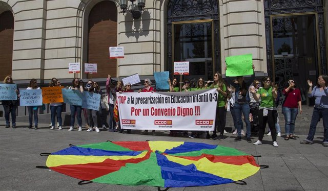 """Las trabajadoras de educación infantil privada se concentran para reclamar un convenio sectorial """"digno"""""""