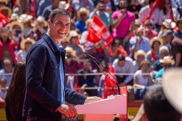 Acto del PSOE en la plaza de Toros de Mérida