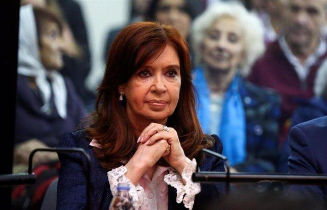 Argentina.- Fernández de Kirchner sigue en silencio la sesión inaugural del primer juicio en su contra por corrupción