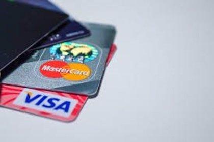Maduro busca crear un sistema de pago independiente de Visa y Mastercard por miedo a las sanciones de EEUU
