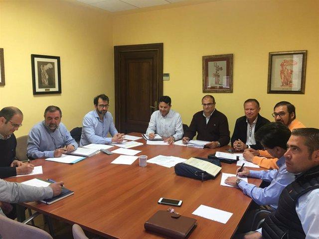 La Diputación de Salamanca analiza con organizaciones agrarias los criterios para modificar las normas urbanísticas