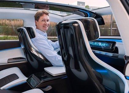 Dieter Zetsche cede el bastón de mando de Daimler a Ola Källenius