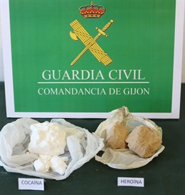 Sucesos.- La Guardia Civil detiene a dos hombres por portar 50 gramos de cocaína y 50 de heroína para su venta