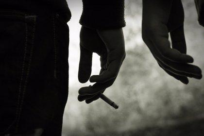 El consumo de tabaco, la principal causa de cáncer de pulmón, está aumentando en adolescentes