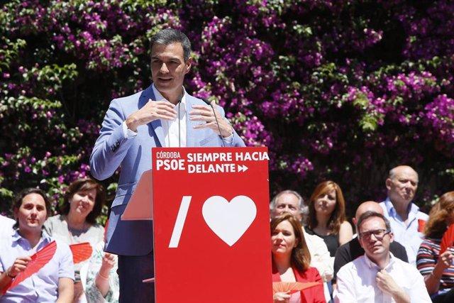 Pedro Sánchez interviene en un acto de campaña en Córdoba