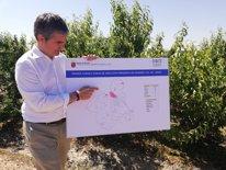 El consejero mostrando mapa de cultivos afectados