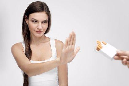 Cómo evitar que empiecen a fumar: ¡no des la primera calada!