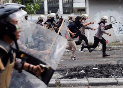 Enfrentamientos entre Policía y manifestantes en Yakarta por segundo día consecutivo