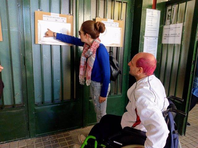 """AMP.28A.- El sector de la discapacidad valora """"positivamente"""" una """"jornada histórica"""" en la que todos han podido votar"""