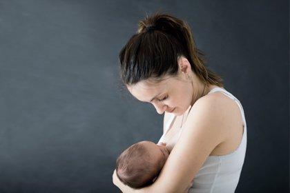 Fumar durante la lactancia aumenta el riesgo de que el bebé fume en la edad adulta