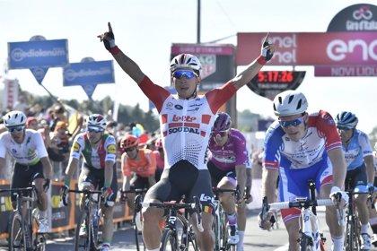 Ewan hace doblete en el Giro al imponerse a los 'gigantes' en una etapa tranquila