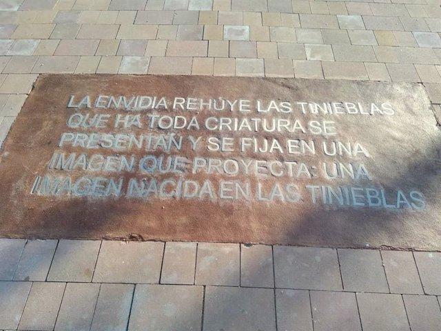 Málaga.- Una falta de ortografía se cuela en un texto de María Zambrano que se reproduce en un parque de Vélez