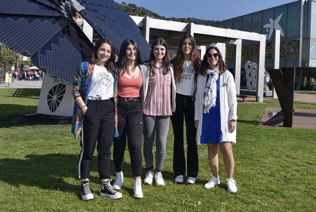 Los premios EduCaixa galardonan a cuatro estudiantes de Colindres por una web que fomenta el comercio local