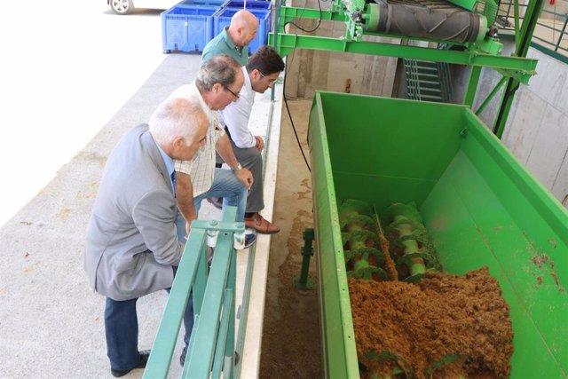 Almería.-Frutilados entra en marcha con las primeras pruebas de transformación de restos vegetales en pienso para ganado