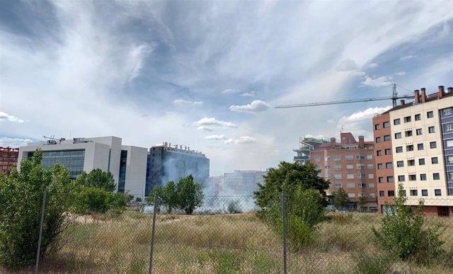 Sucesos.- Los Bomberos de Valladolid sofocan un pequeño incendio en un solar sin uso en el A.P.E de Ariza