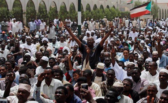 """Sudán.- La junta dice estar de acuerdo con la """"estructura general"""" del sistema de transición opositor"""