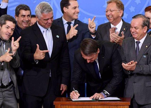 Brasil.- Brasil estudia modificar el decreto que facilita la importación de armas y munición
