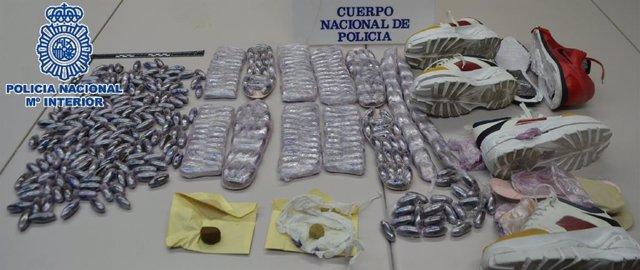 Málaga.- Sucesos.- La Policía Nacional se incauta de cinco kilos de hachís camuflados en las suelas de unas deportivas