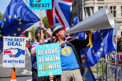 Bruselas responde a los rumores sobre May avisando de que no renegociará el Brexit con su sustituto