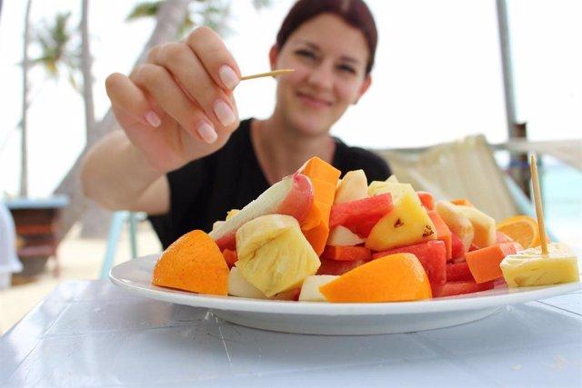 Comiendo fruta, comida saludable